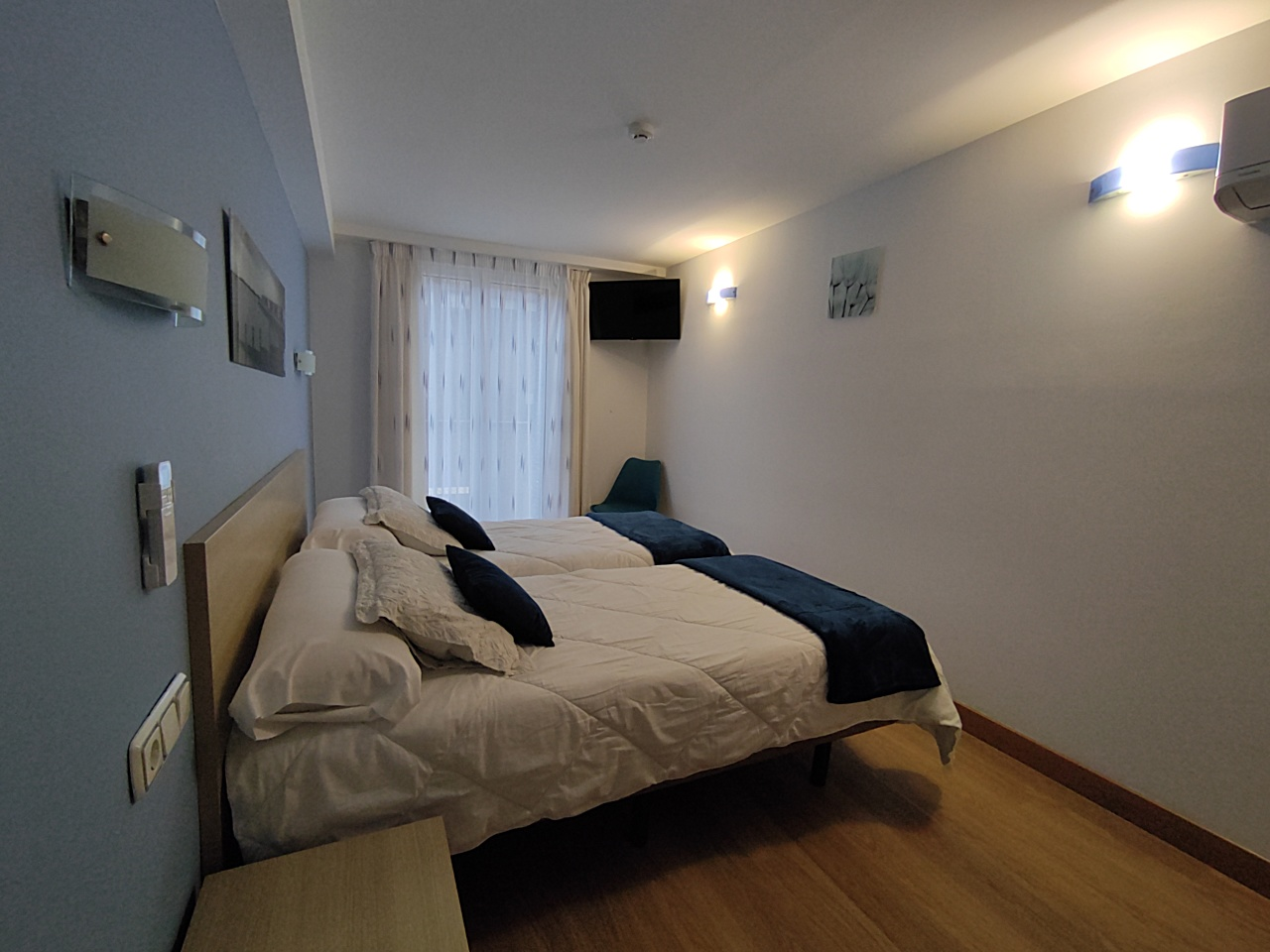 Blue - double or twin room with a balcony - Rooms - Pensión Joakina