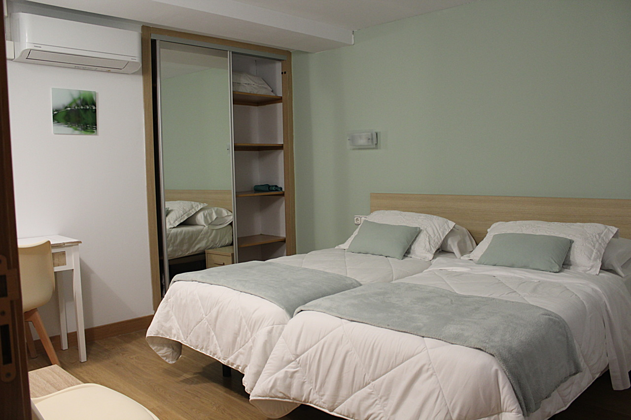 Twin Room with Private External Bathroom - Rooms - Pensión Joakina